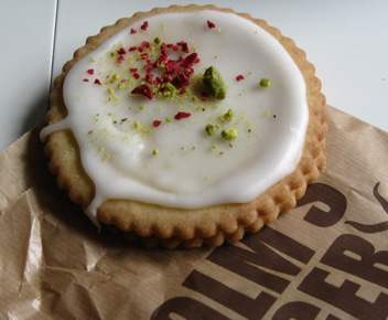 Raspberry filed shortbread cookie at Holm's Bager counter at ILLUM's department store