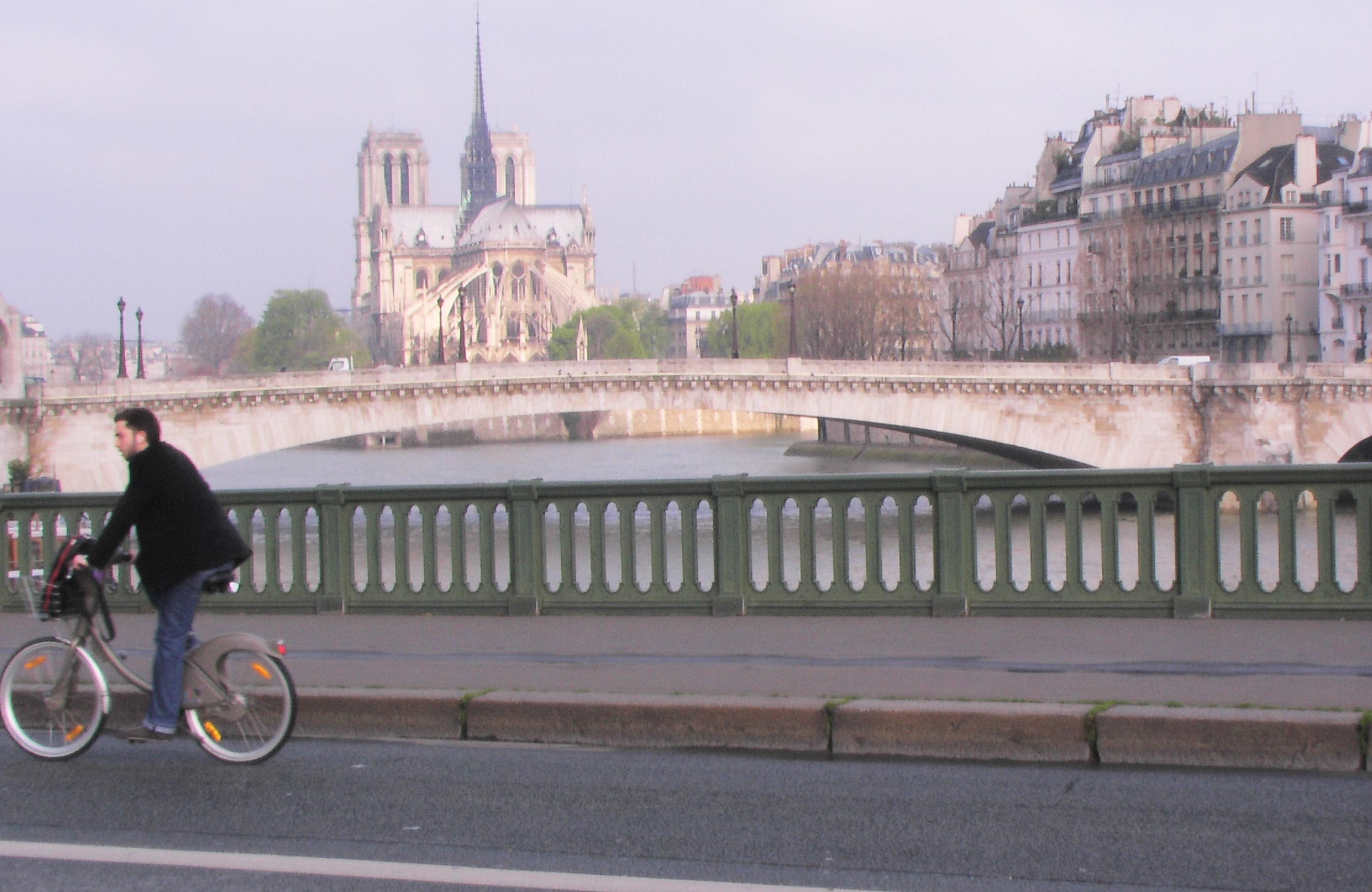Cyclist across the Seine
