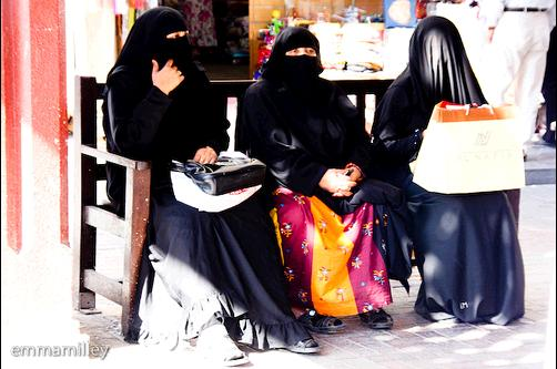 Local women resting in Dubai after shopping. Photo Credit: Flickr CC user emmamilley