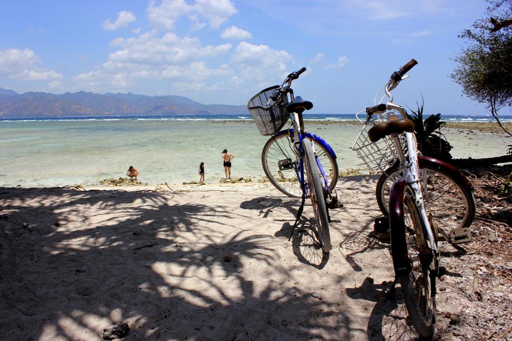 2014-10-12_543a0acb76eef_CyclingonTrawangan.JPG