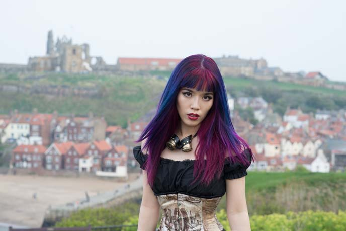 england-whitby-gothic-weekend-steampunk-girl