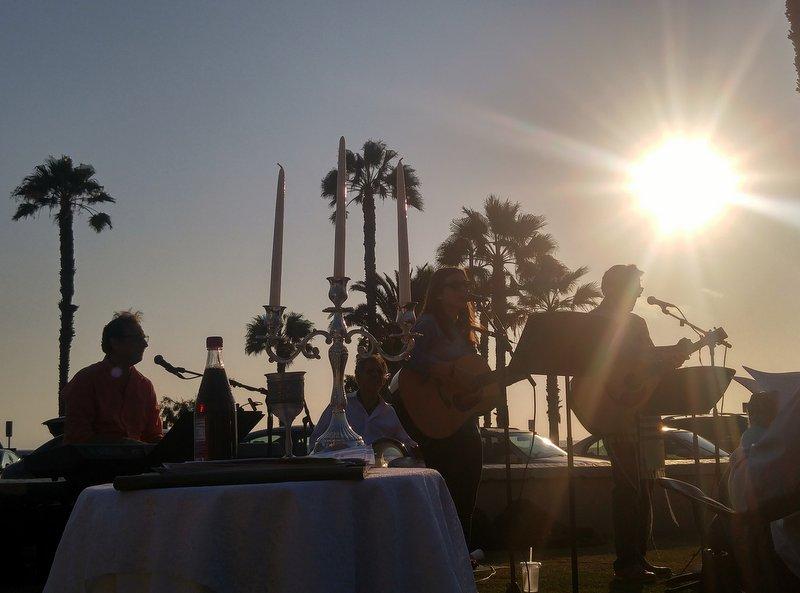 Stephen Wise Temple enjoying Shabbat at the Beach