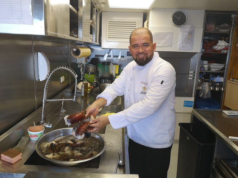 Chef-Estuardo-Vilela-hard-at-work-in-the-kitchen